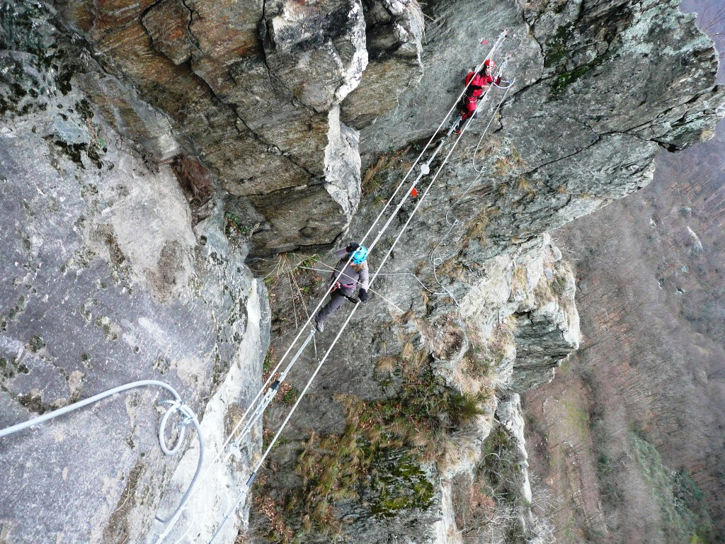 Il breve ponte tibetano del tratto atletico