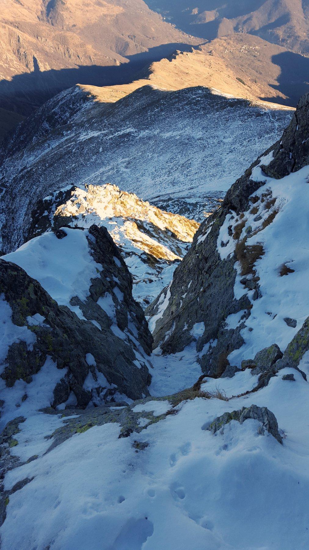 Il breve passaggio di arrampicata attrezzato con corda