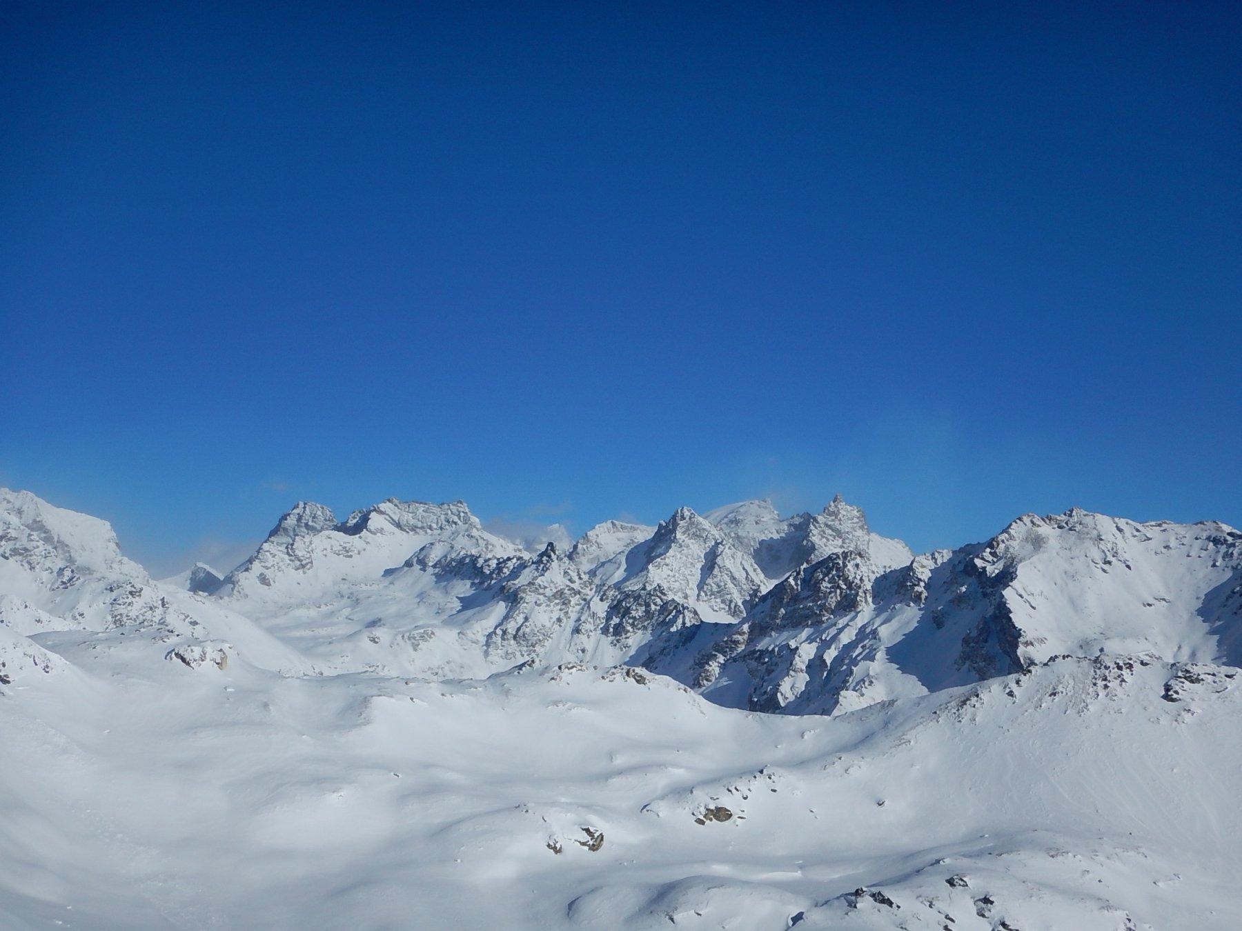Panorami dalla cresta finale: in basso Col du Salvè e Mont Morion