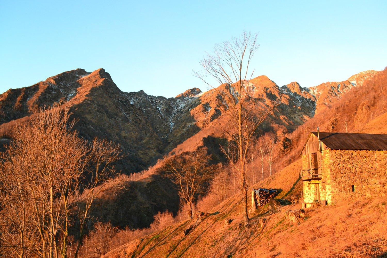 paesaggio infuocato all'Alpe Albarei Superiore