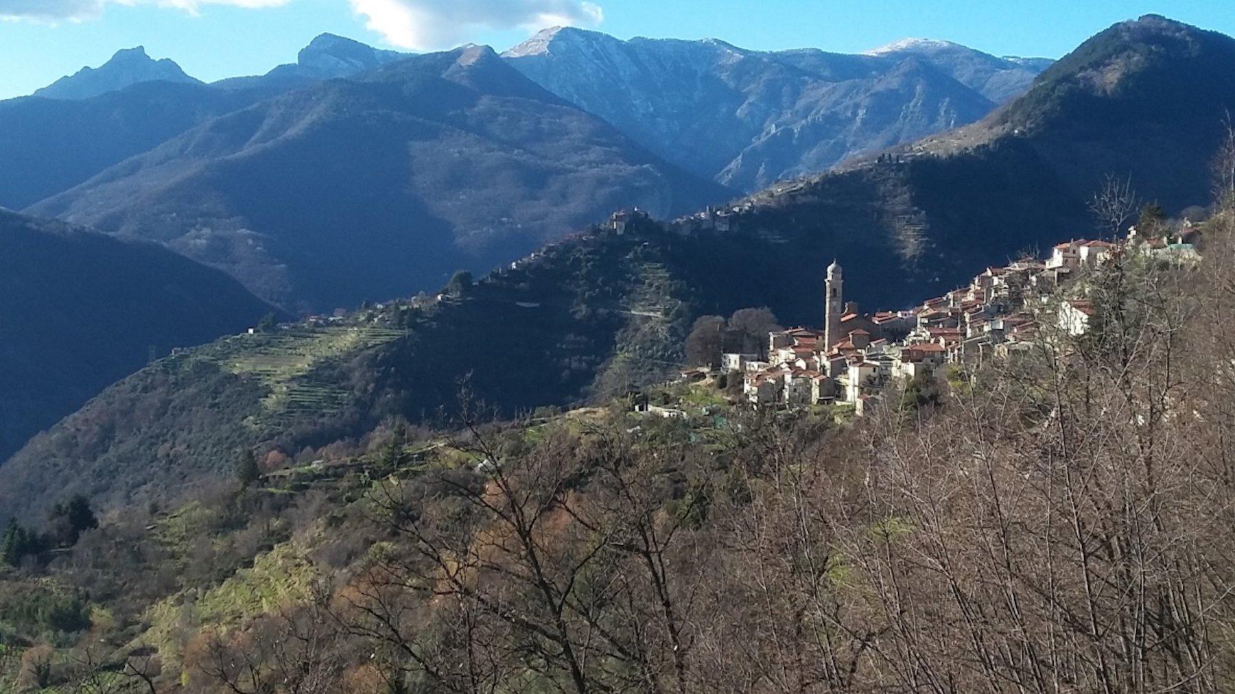 Andagna con vista su Toraggio, Pietravecchia e Cima Marta