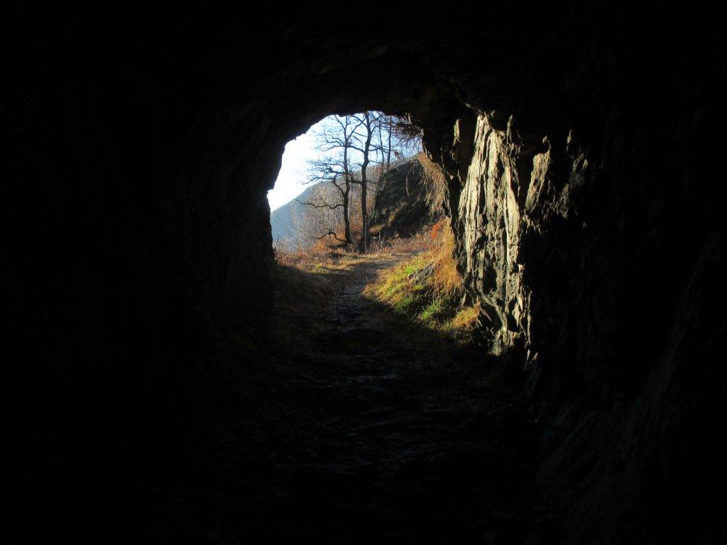 galleria lungo il sentiero