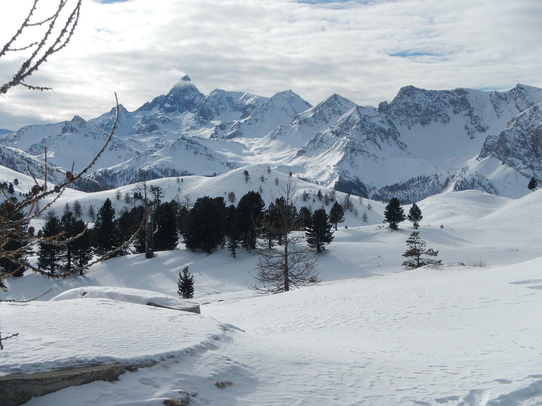 oltre Capanna Mautino e vista sul Pic de Roche Brune