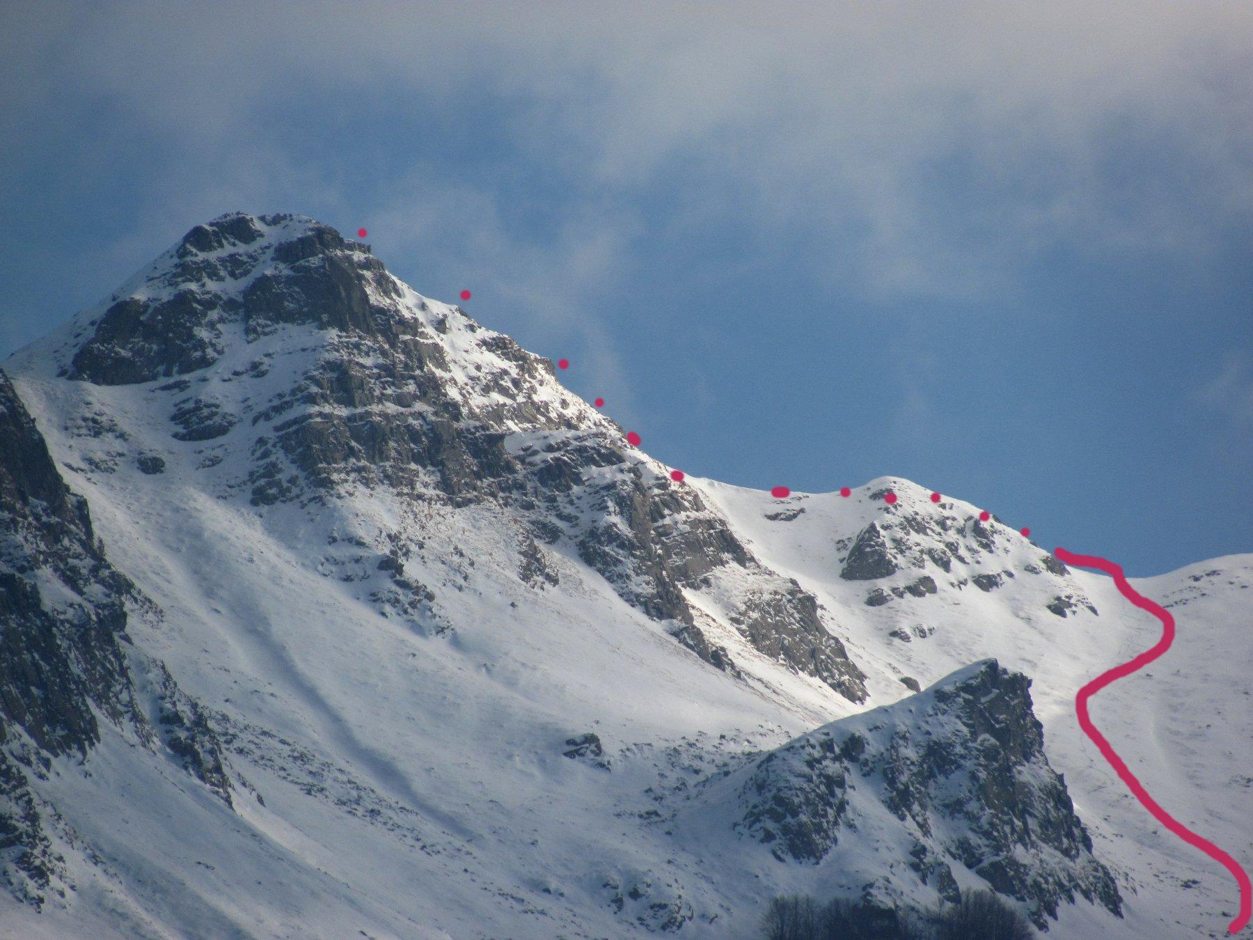 Vista del Monte La Nuda salendo al Passo del Cerreto, con indicazione parziale del percorso