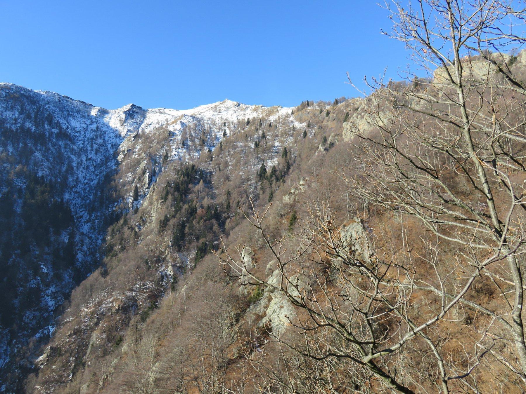 Dalla balza di quota 1300 circa; vista sull'Uja d'Ingria