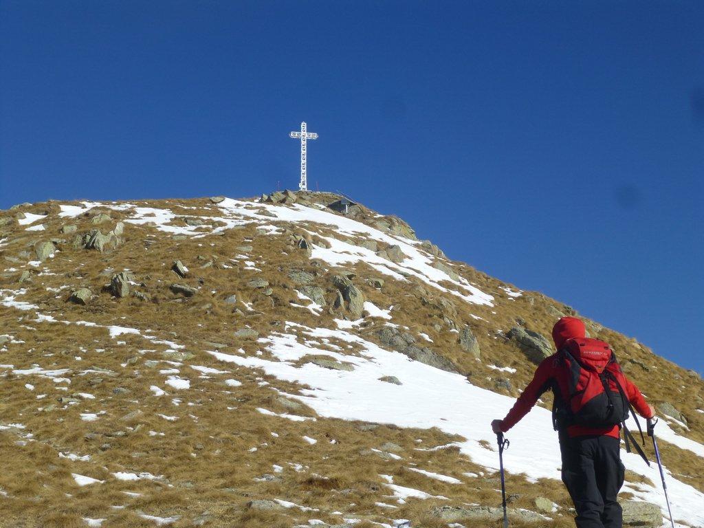 salendo verso la croce