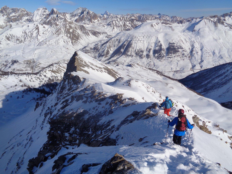 breve tratto di cresta per tornare agli sci