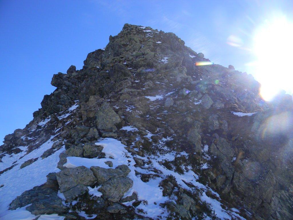 la crestina alpinistica da risalire, prima parte, la più esposta.