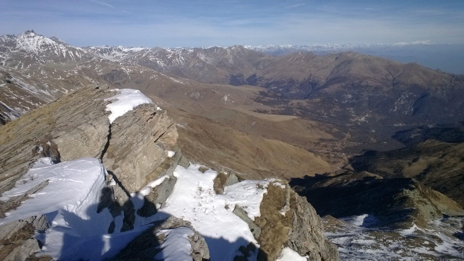 vista verso la Valle Po ... desolatamente senza neve