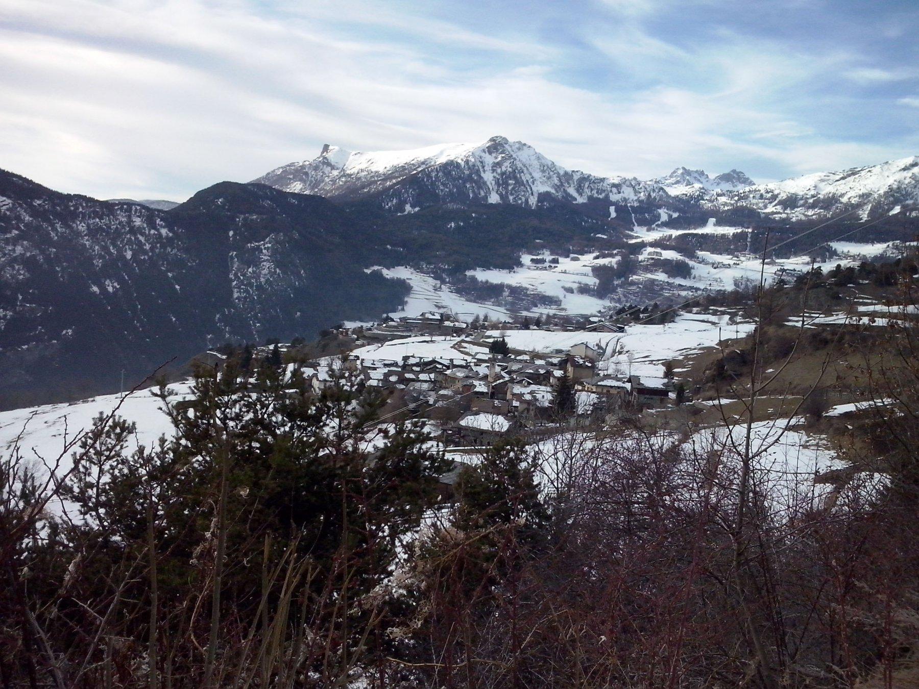 paese di promiod con la Becca d'Aver e cima Longhede