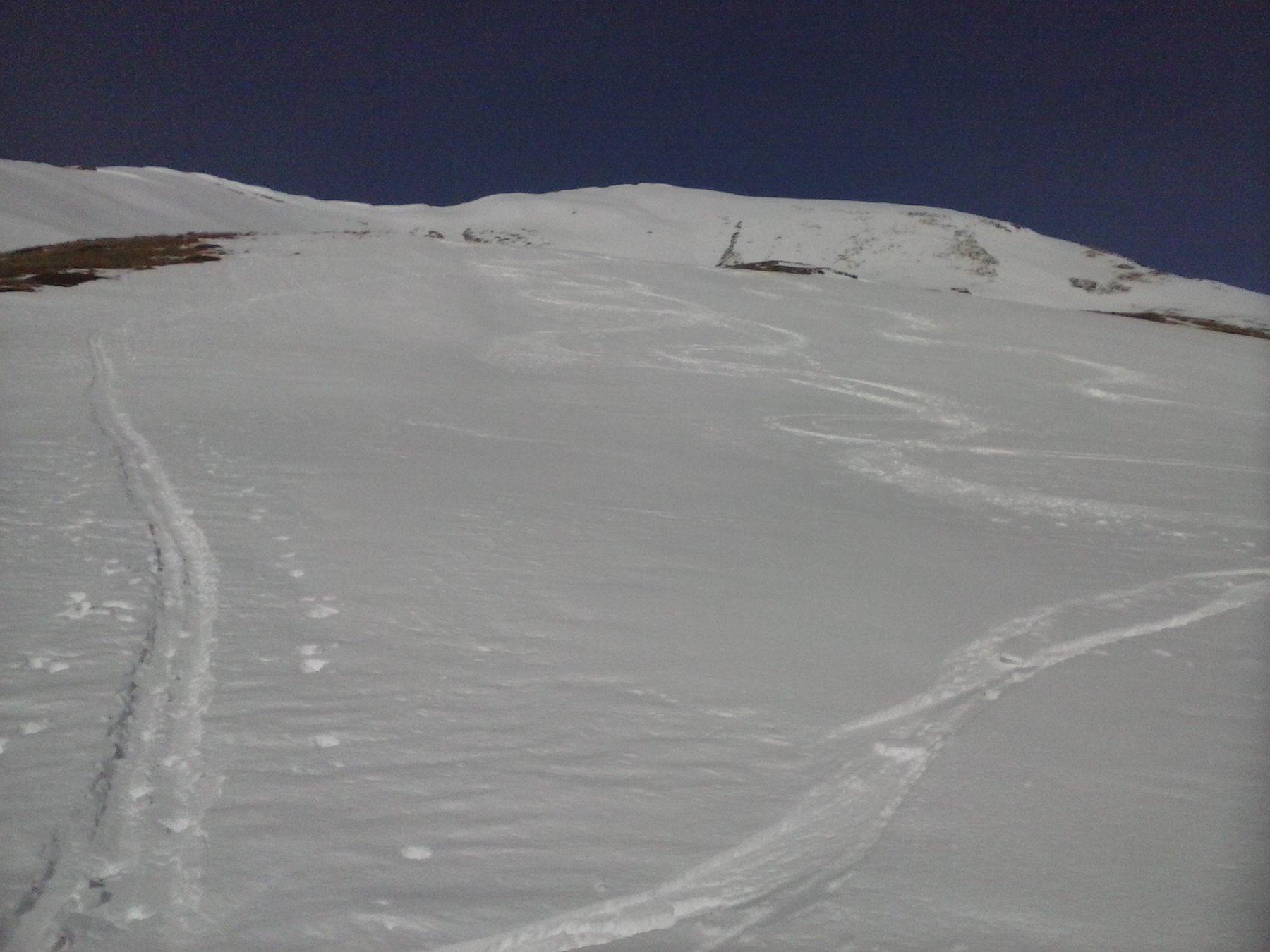 discesa nella parte alta in neve leggermente sfondosa  ma sciabile..