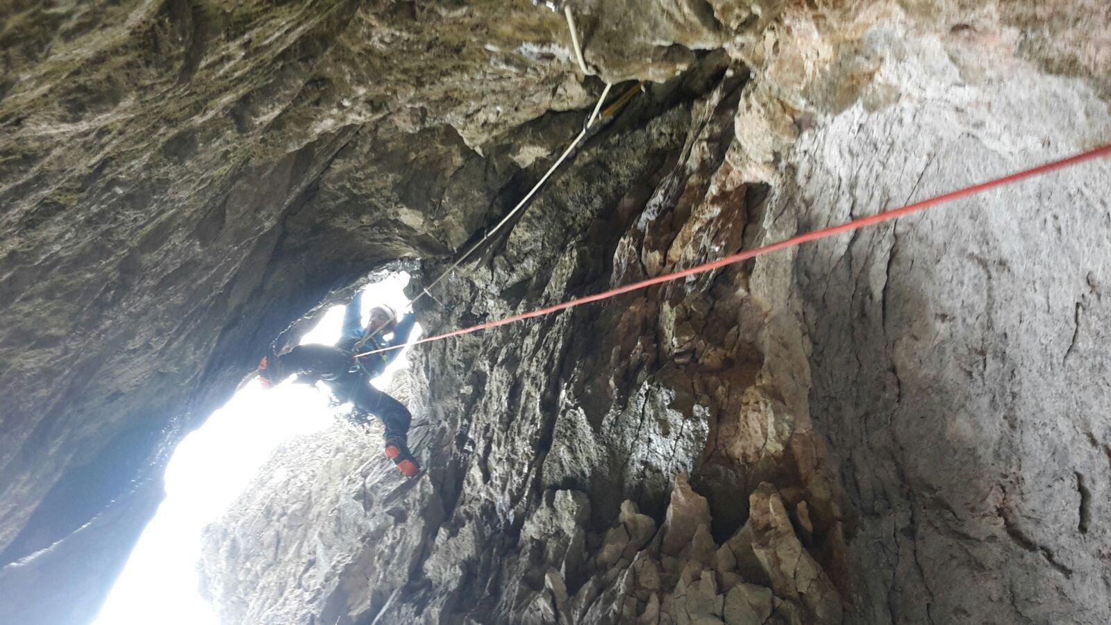 Teo in uscita dalla grotta !!
