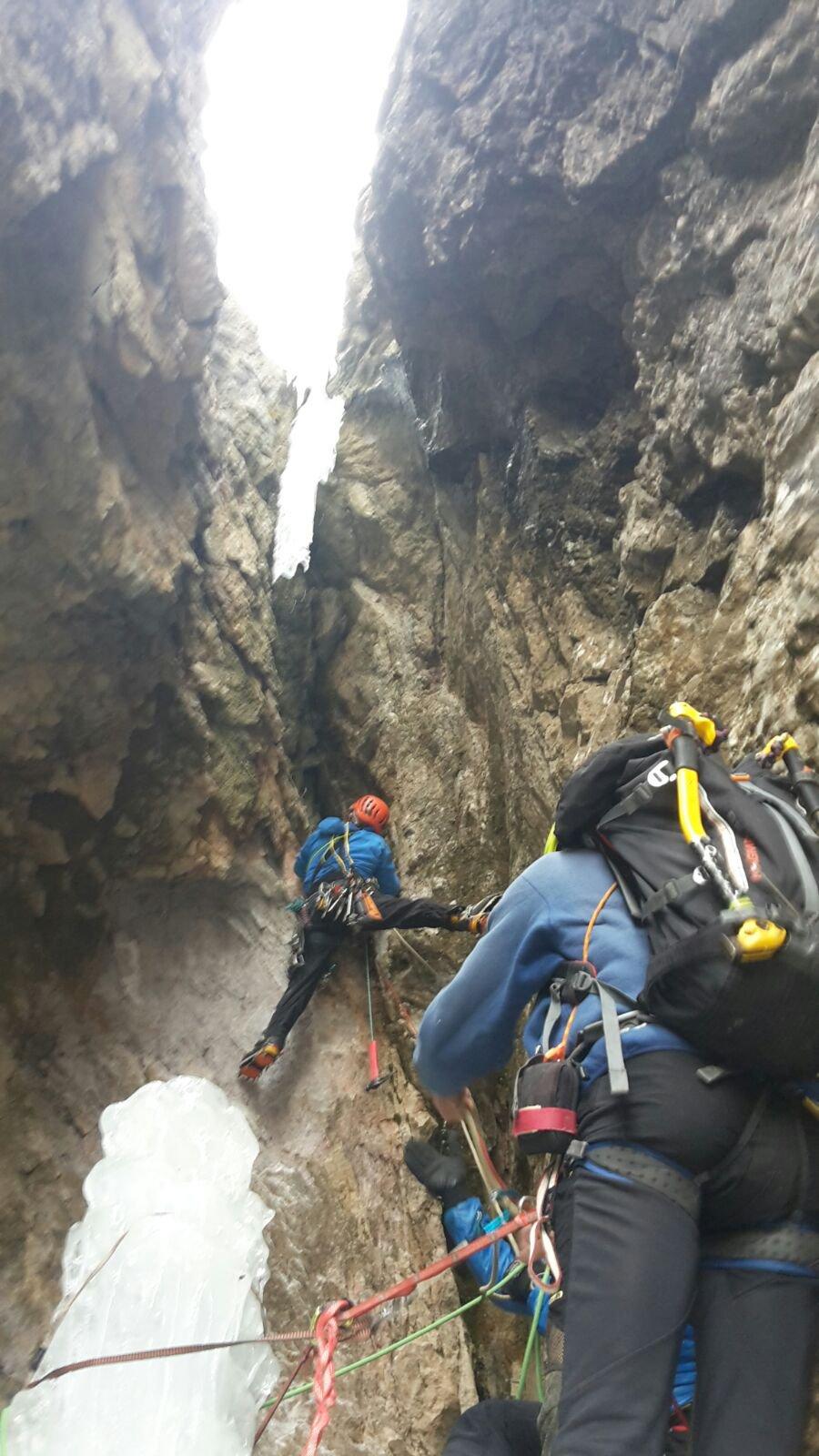 Teo in uscita dalla grotta