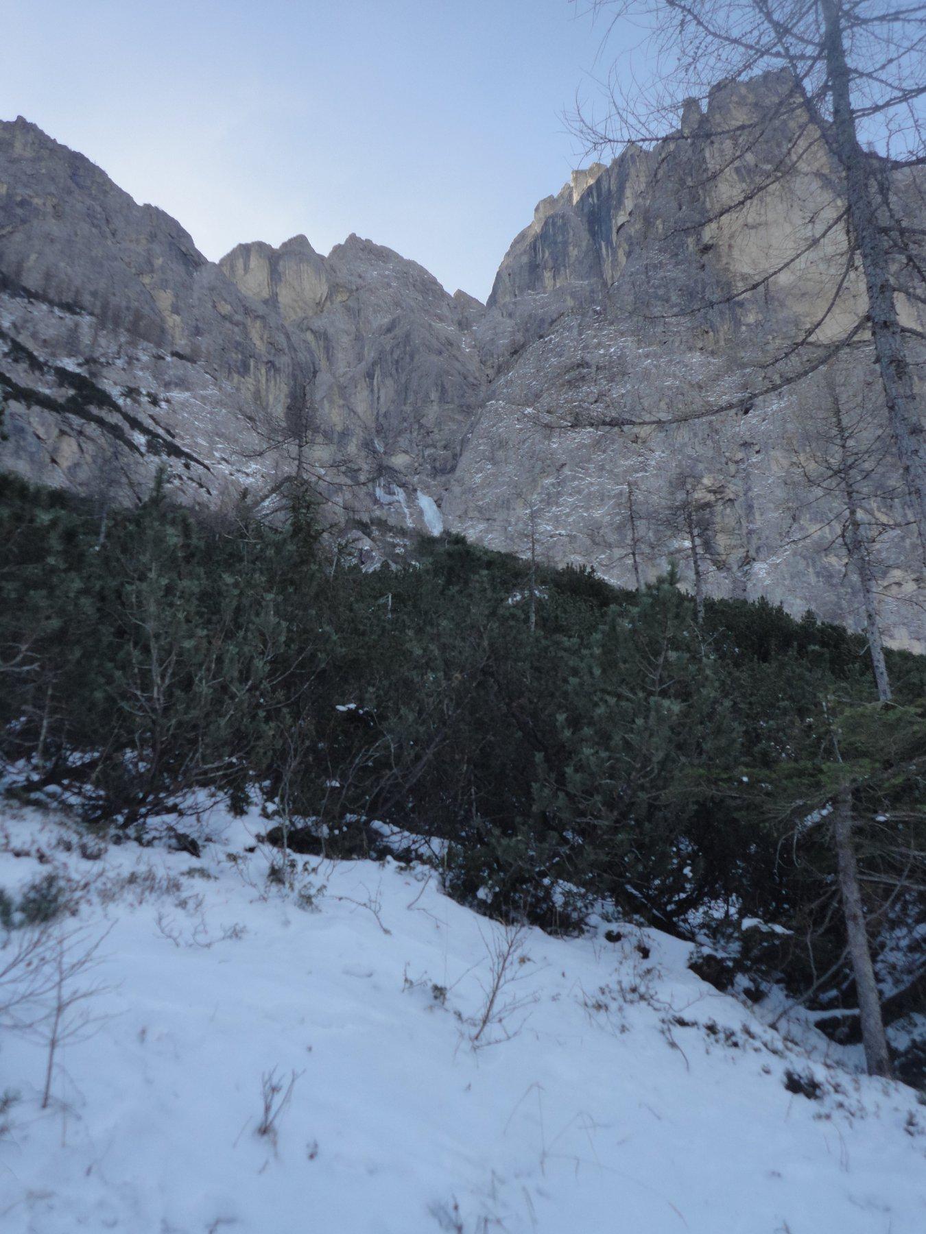 La cascata vista dalle piste del compressorio Civetta