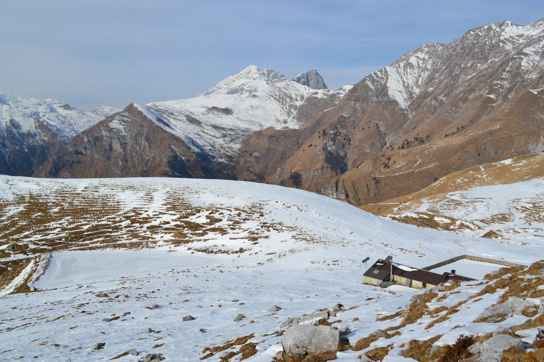scendendo alla Baita della Forcella (1718 m)