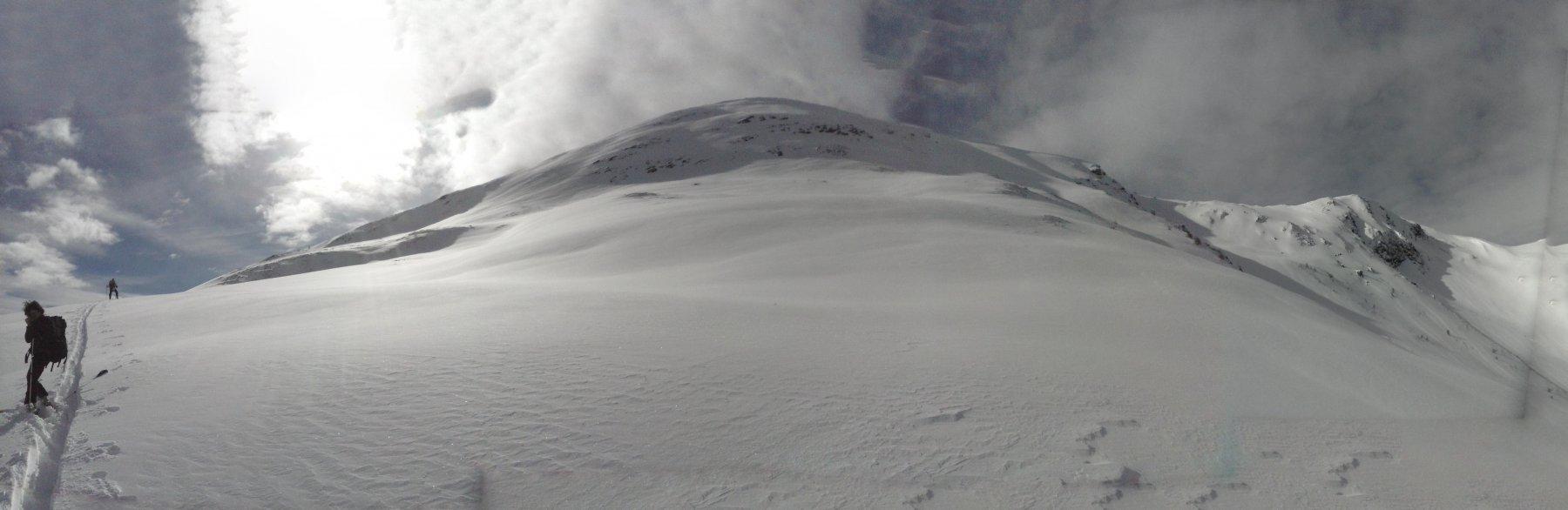 Luca traccia fino a quota 2500 circa ,in primo piano la Punta Chaligne .. a destra  il colle Tardiva..