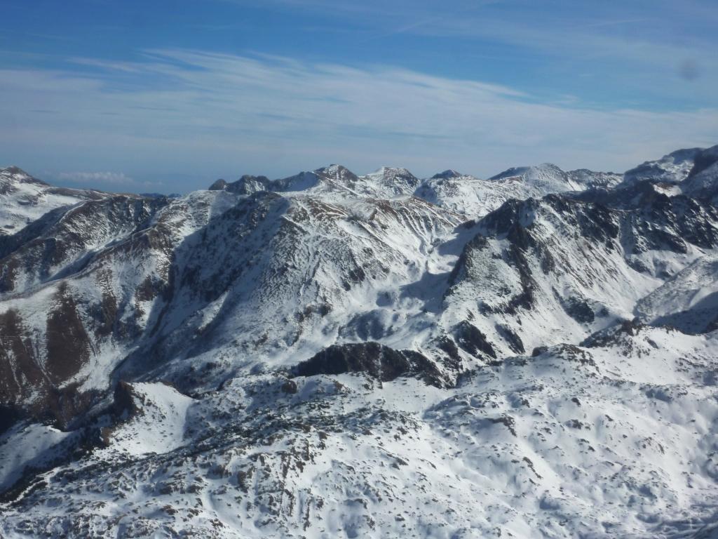 sguardo verso il Rif Garelli al centro, sotto le Rocce Rastelli del Marguareis