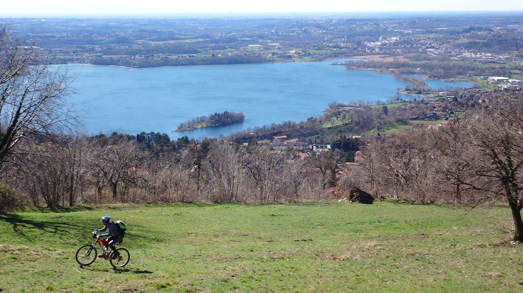 Lago di Pusiano ed Isola dei Cipressi