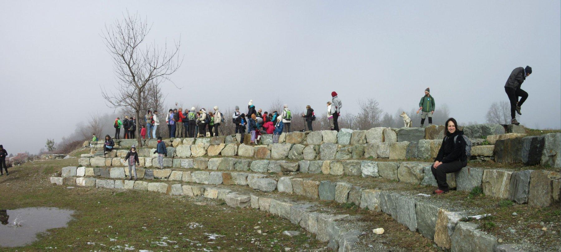 Anfiteatro fatto solo con pietre e terra
