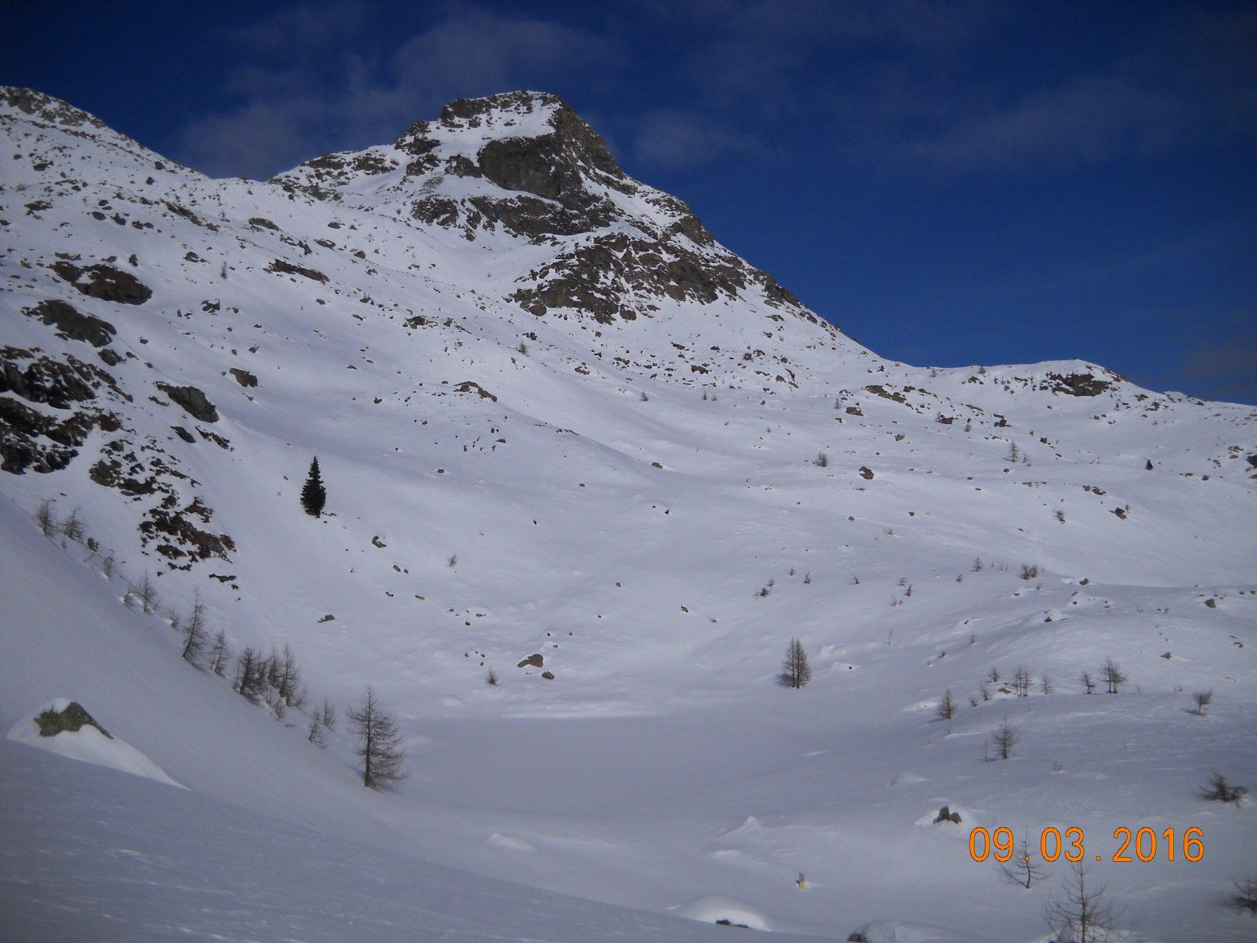la torretta sotto il lago vernoille coperto dalla neve