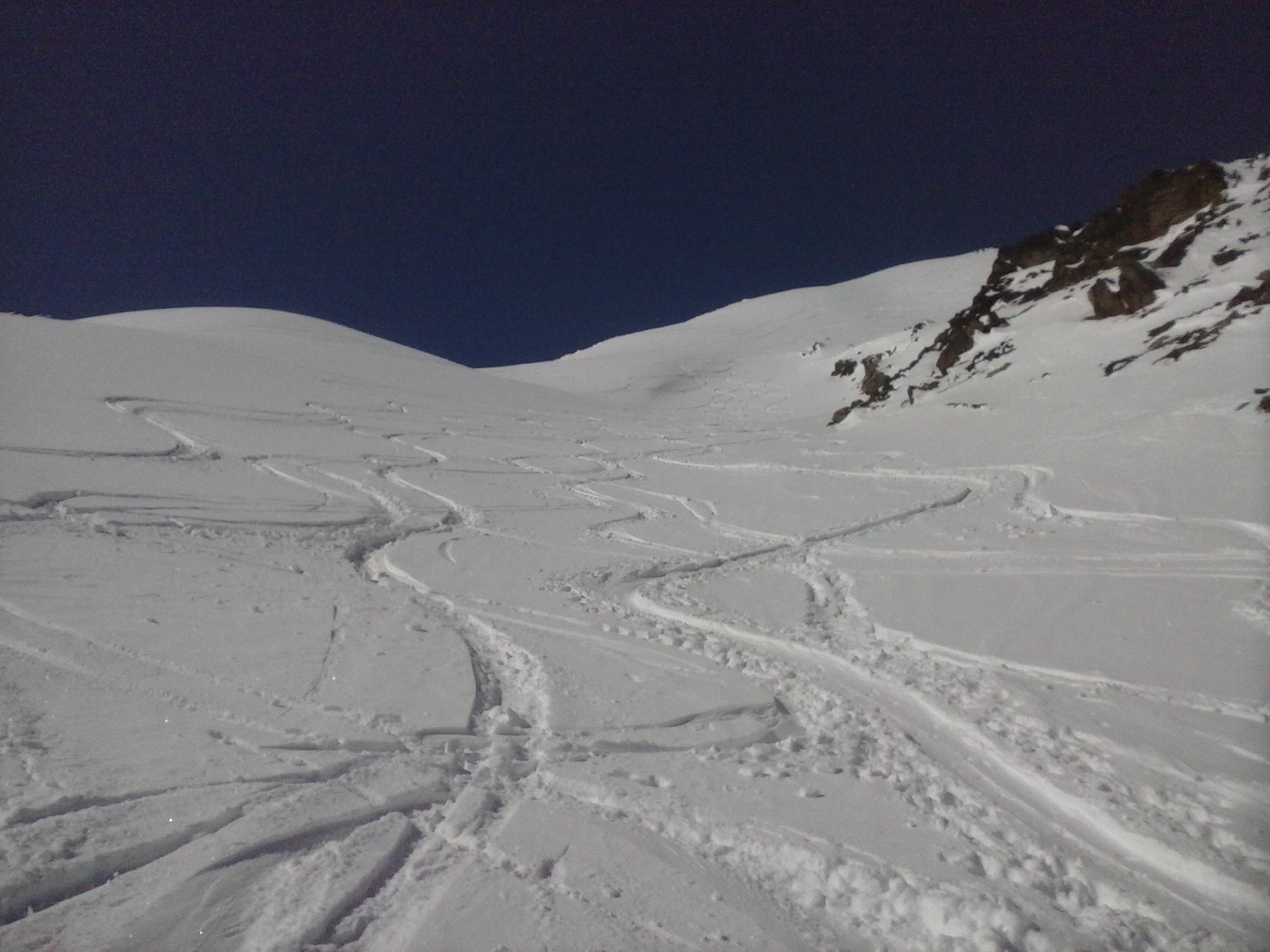 belle curve in neve polverosa...