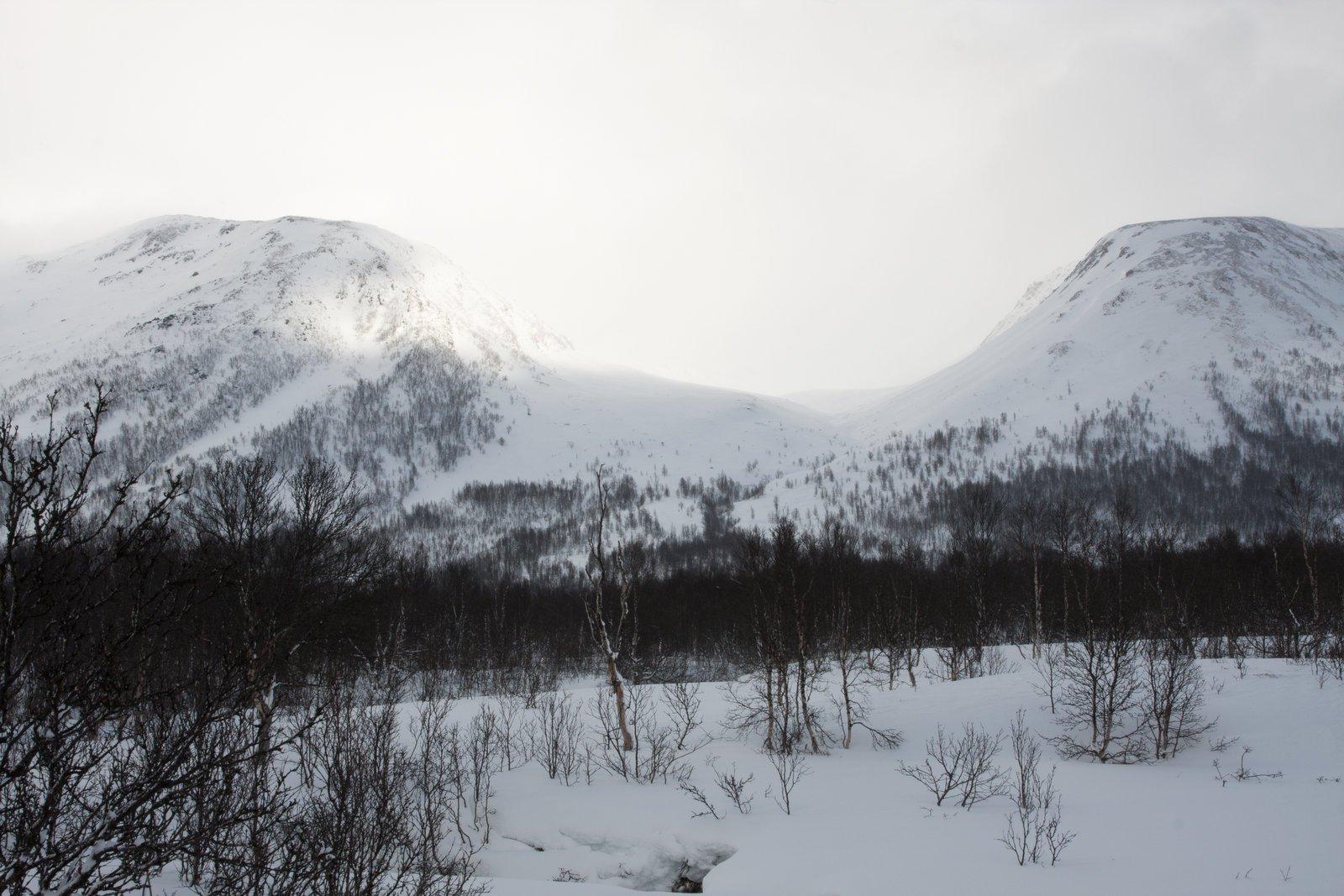 La Bjørnden: le vette coperte dalle nuvole che ci accompagneranno ancora ....