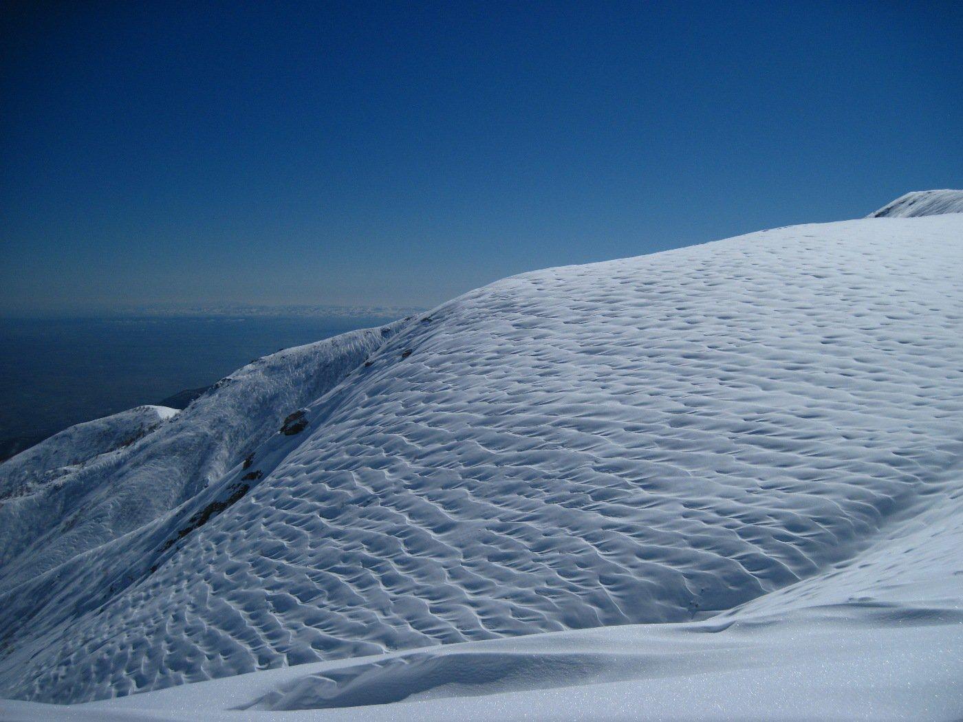 Neve lavorata dal vento