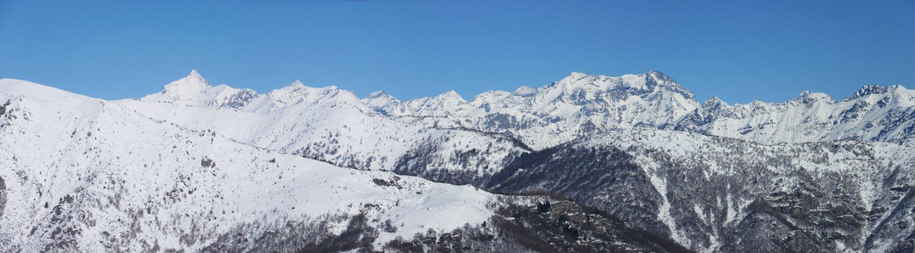 Panorama salendo con il Rocciamelone sulla sx