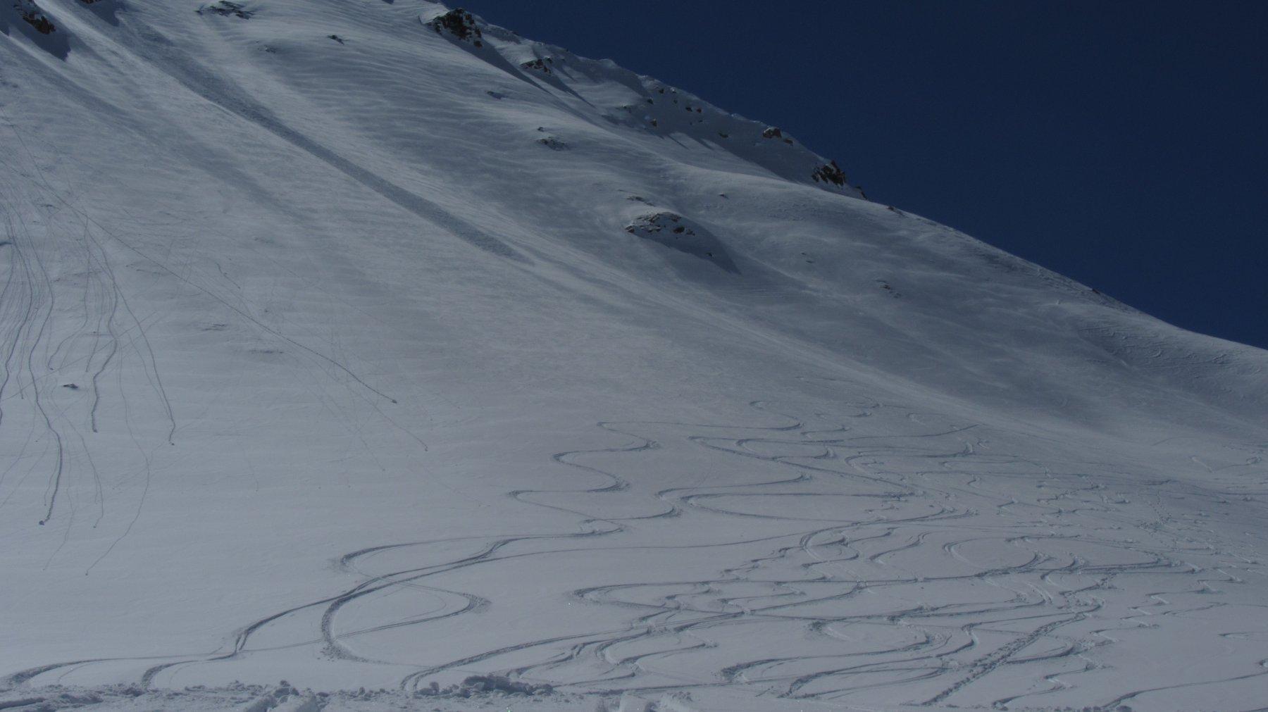 Ancora bella neve sotto il col Serena