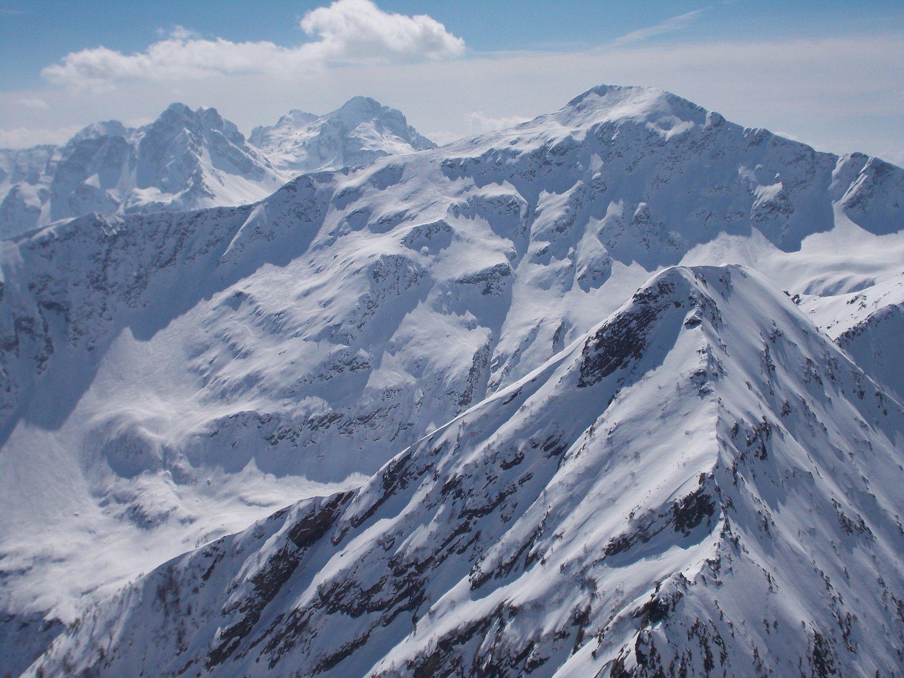 Il Pizzo Mellasc e il Pizzo dei Tre Signori visti dalla cima del Monte Colombana