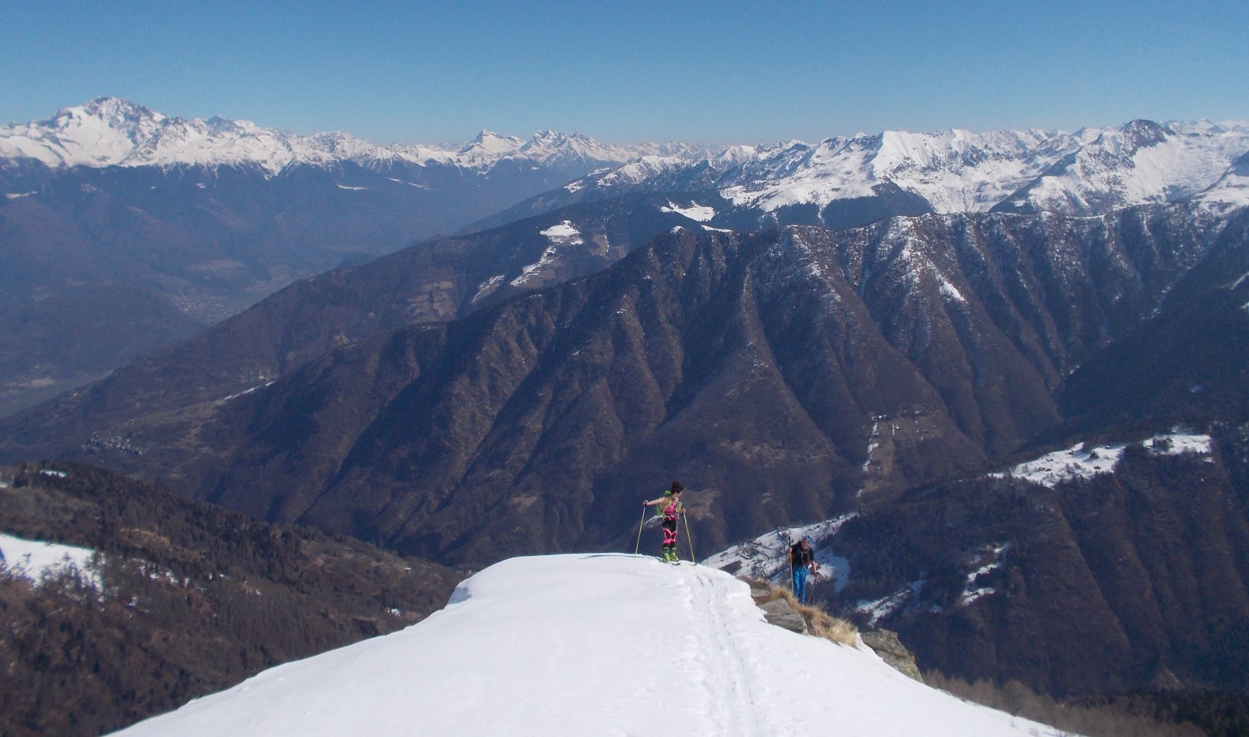 A sx il Monte Disgrazia, al centro il Pizzo Scalino