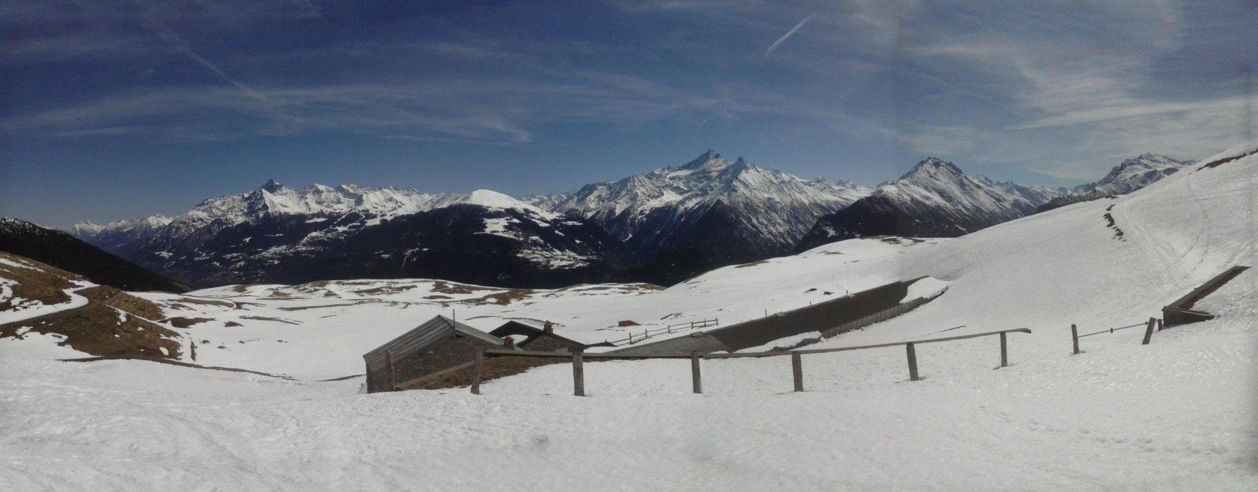 panorama dall'ultimo alpeggio sopra Vetan...