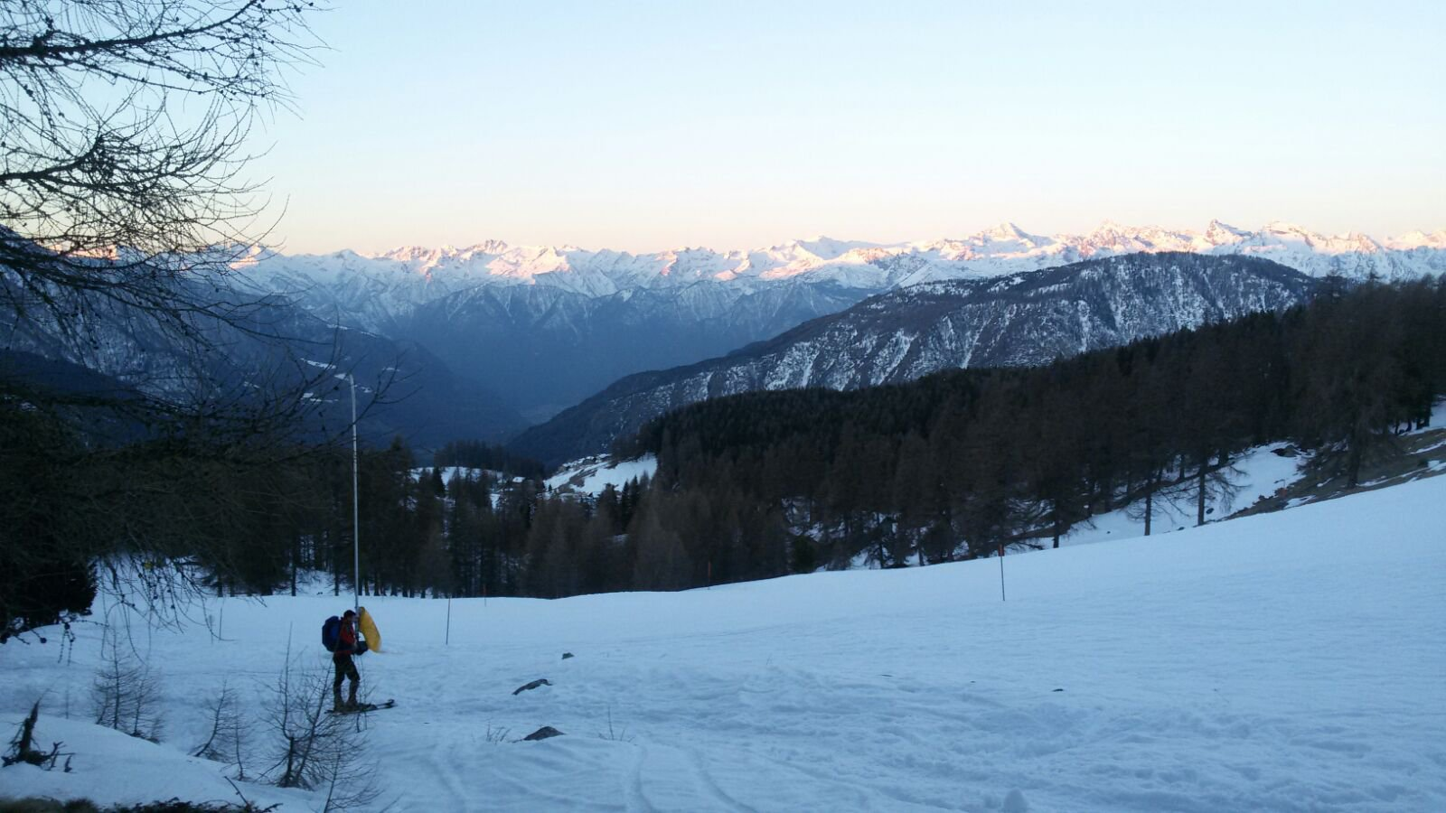 A volte si dovranno passare le piste da sci, la traccia è sempre molte evidente