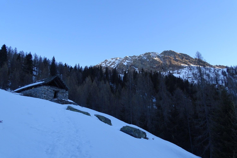 Alpe Villasco e Pizzo di Fontanalba a destra