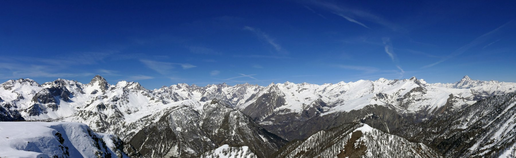 Dalla cima: panoramica dall'Oronaye al Monviso