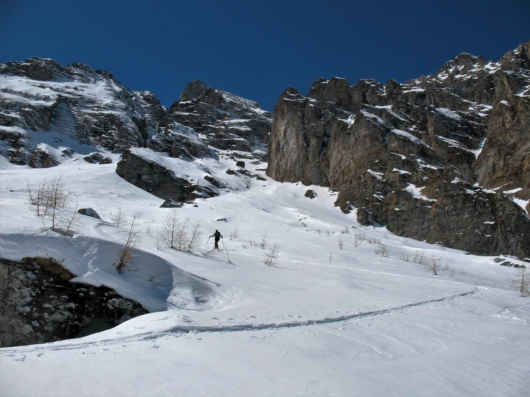 L'ampia conca dall'Alpe Vallè al Passo delle Possette