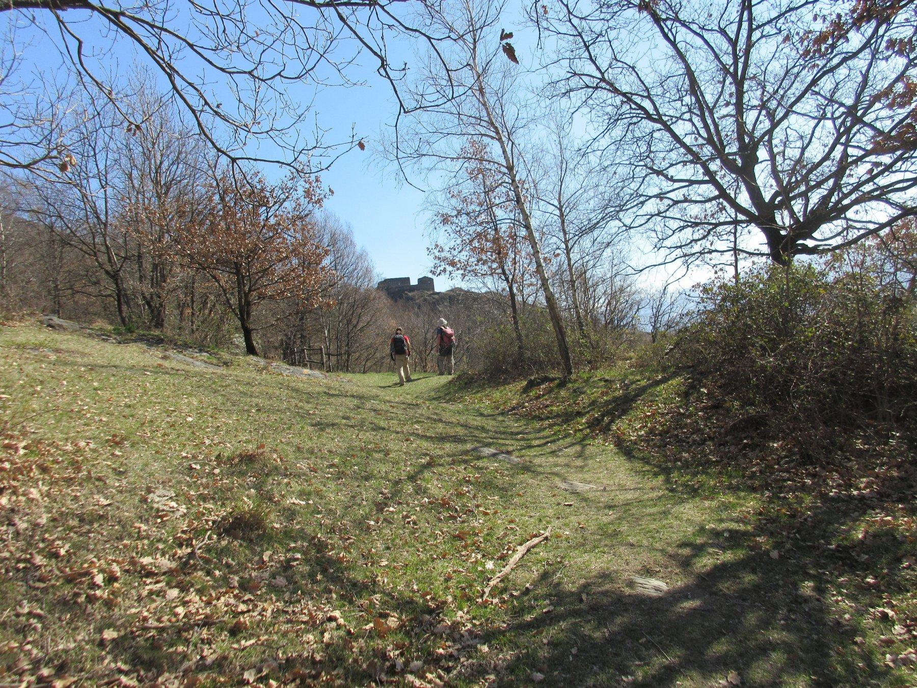 verso il castello di Chenal
