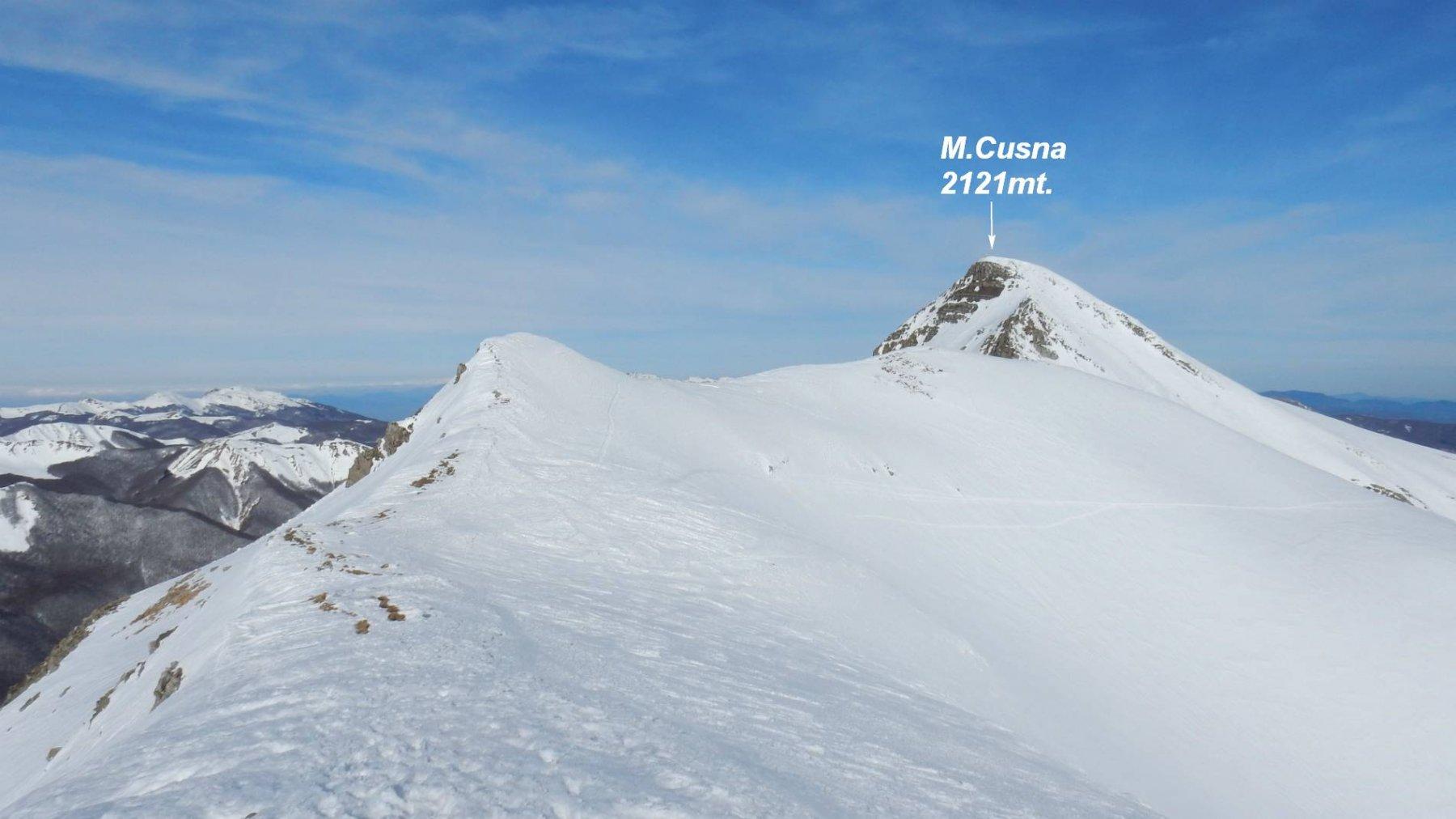 Percorriamo la dorsale di cresta avvicinandoci sempre più al M.Cusna.