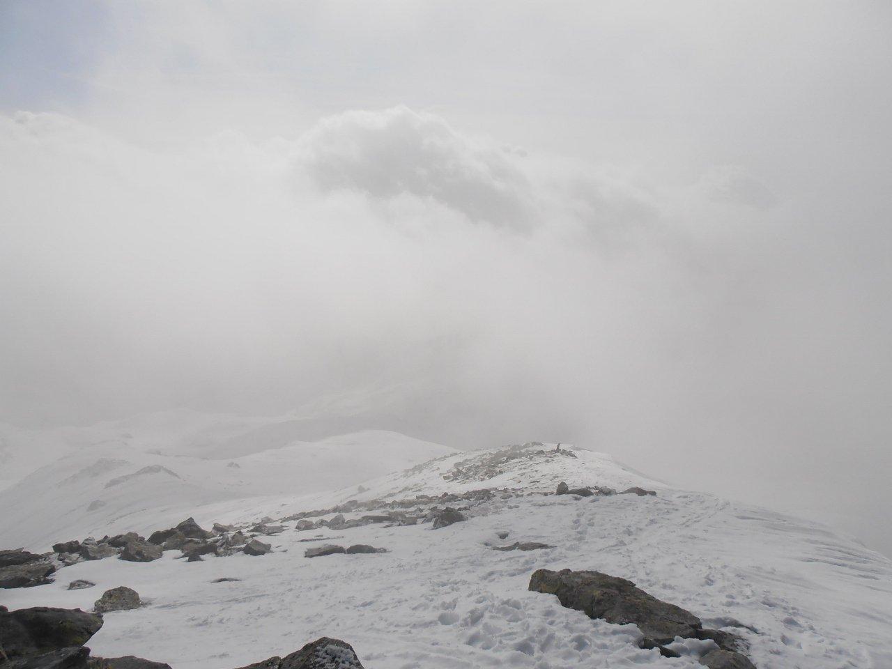 i primi 50 mt dalla cima sono consigliabili a piedi, molte rocce affioranti