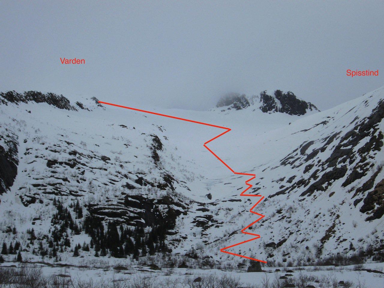 La parte bassa dell'itinerario sopra il poligono di tiro. Sono indicate le posizioni delle vette (nella nebbia)