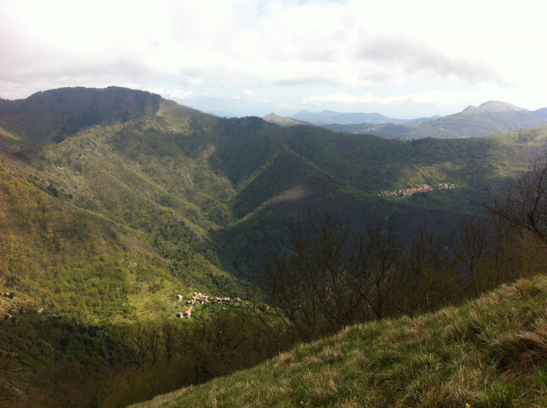 a sin Canate, a dx Marsiglia,  sulla cresta Capenardo, in alto a sin M. Candelozzo
