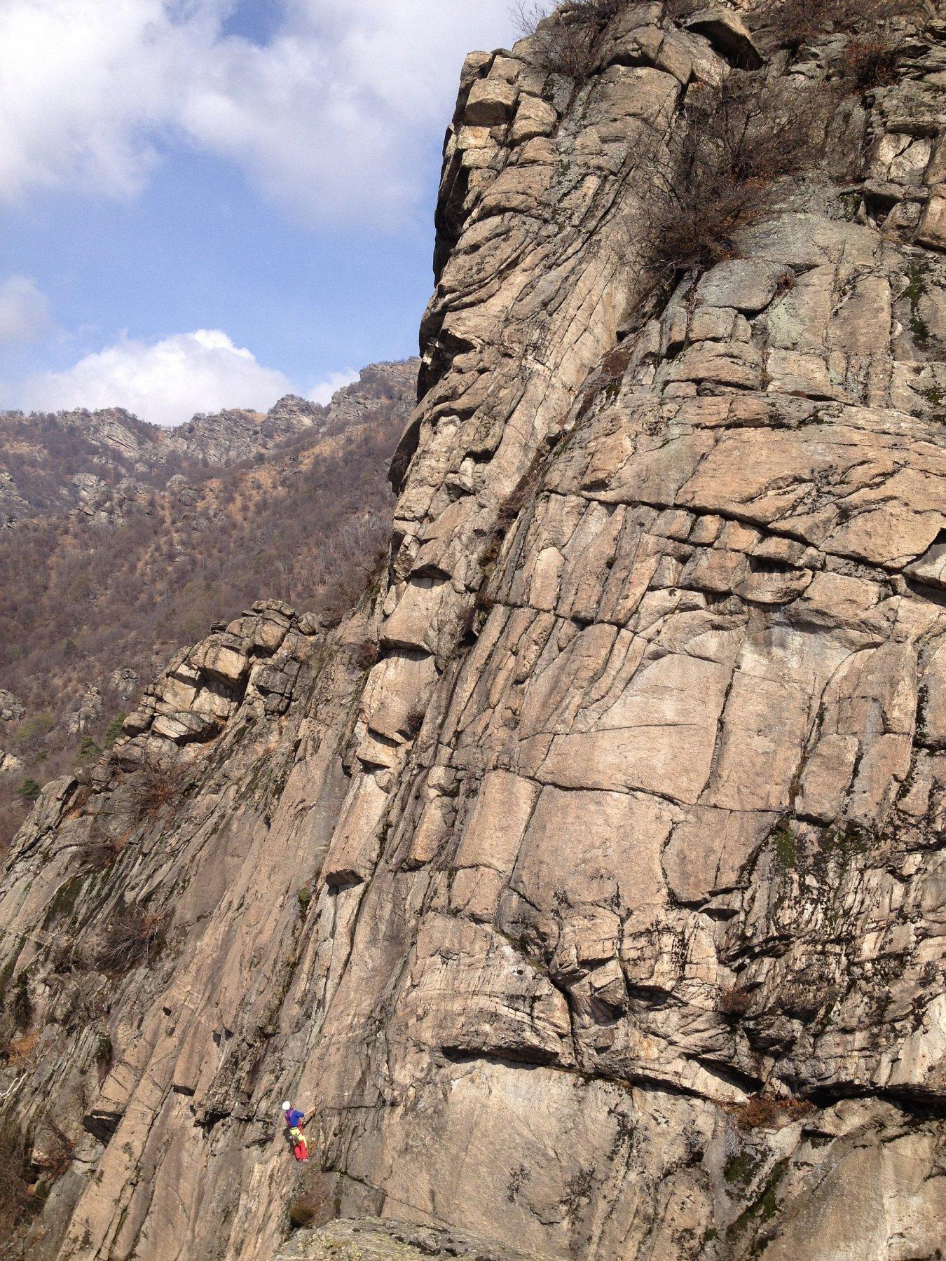 La bella linea del pilastro su cui si svolge la via vista dalla sosta della Brik