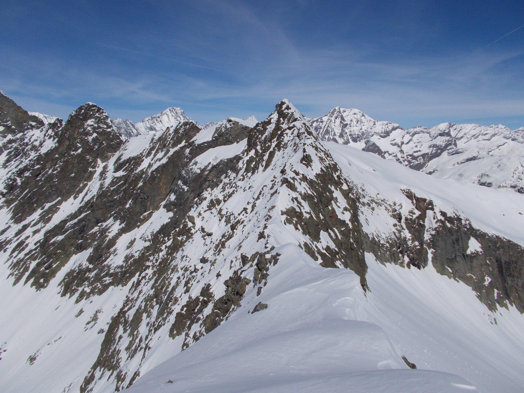 in primo piano l'aguzza cima Ortetti..dalla Cima di Costapiana..
