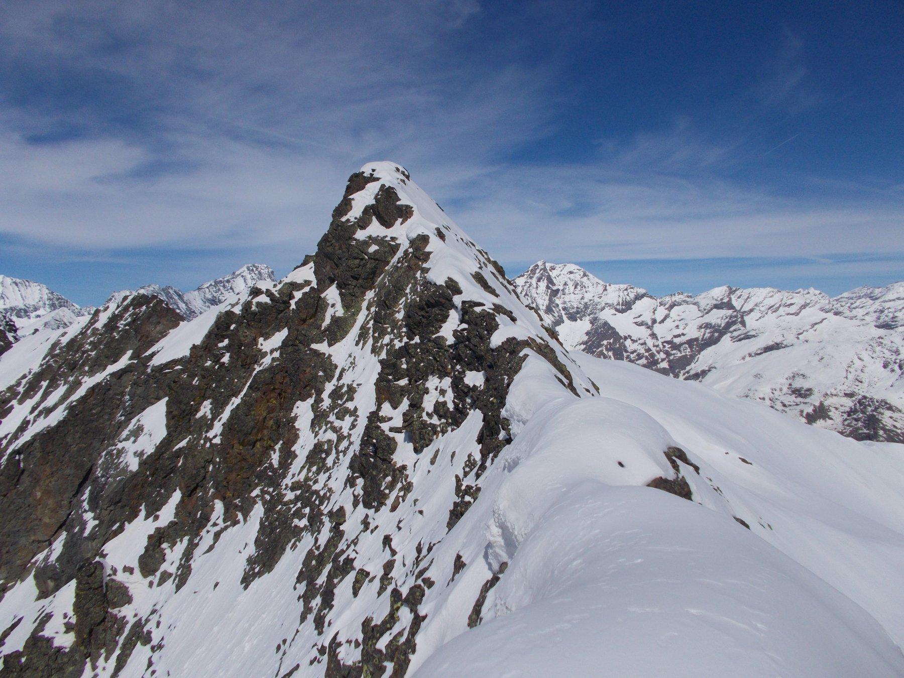 avvicinando la Ortetti tramite la sua cresta sud.est..