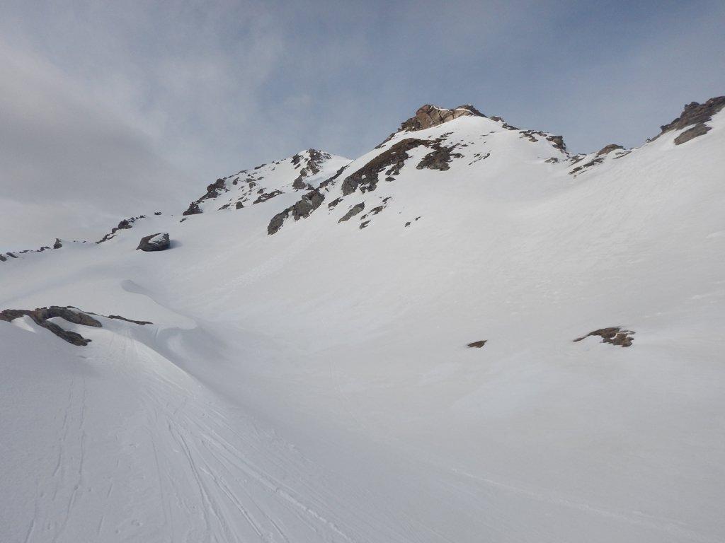 A sx la valletta nascosta che conduce alla cima