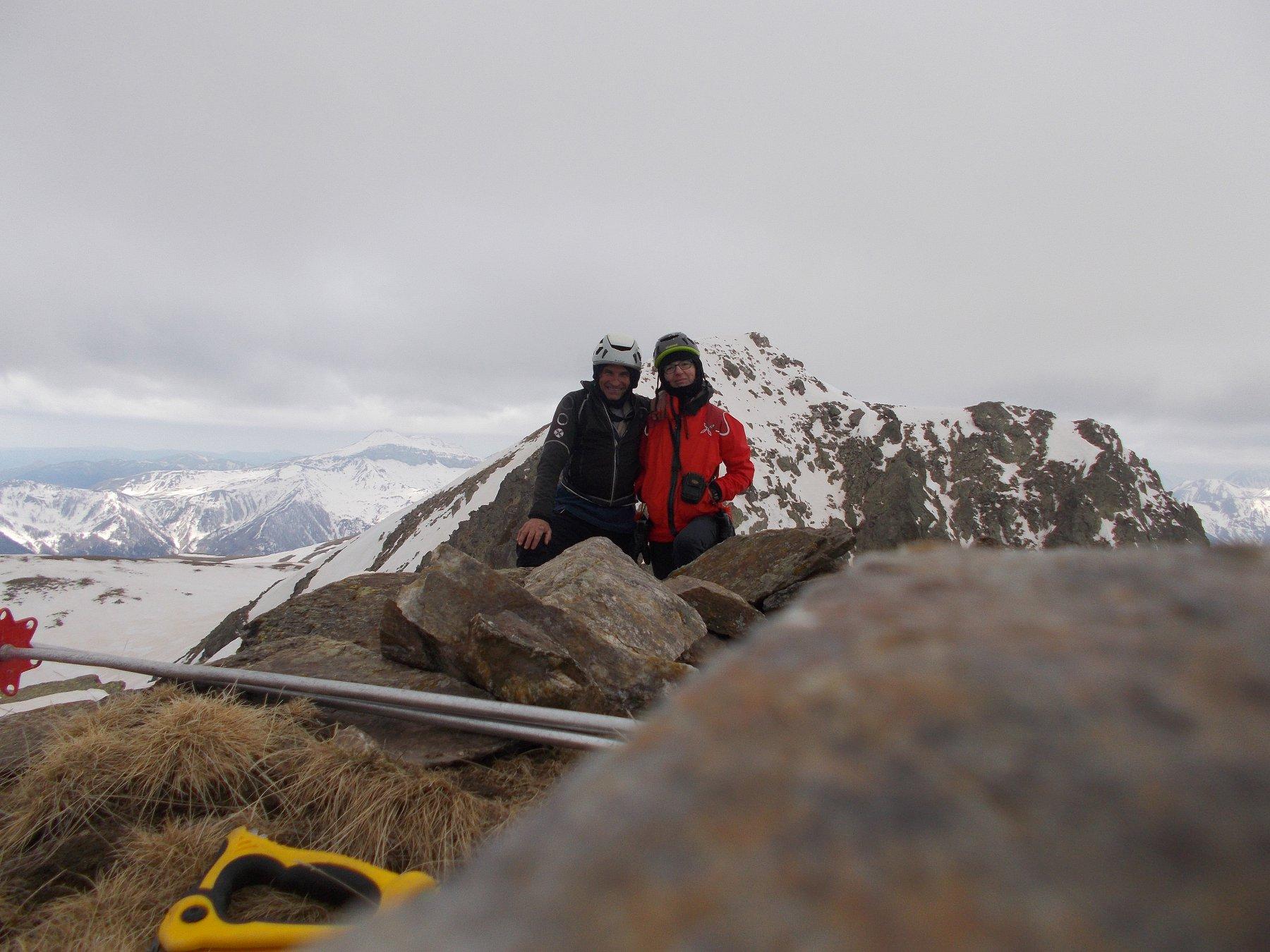 In vetta alla Cima Orientale, sullo sfondo la cima Centrale