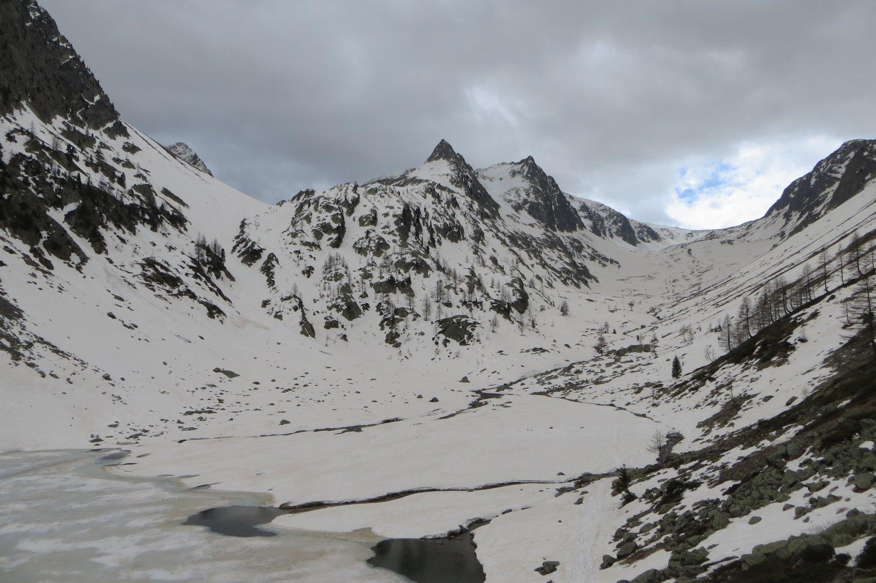 Dal Lago di S. Bernolfo: Vallone della Guercia a sinistra, Vallone di Collalunga a destra