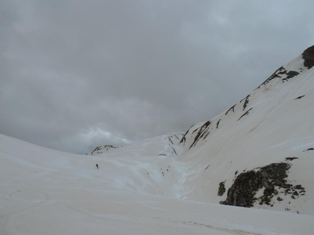 Discesa su neve rossa poco scorrevole