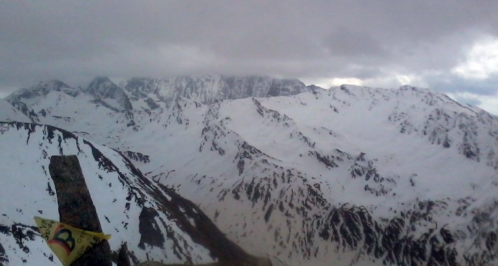 dalla cima alto vallone Soustra, Tre Chiosis e fra le nubi gruppo del Viso