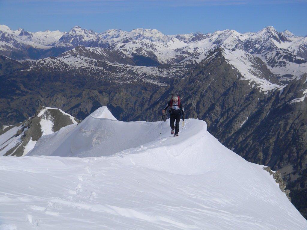 Antonio sulla cresta verso la cima